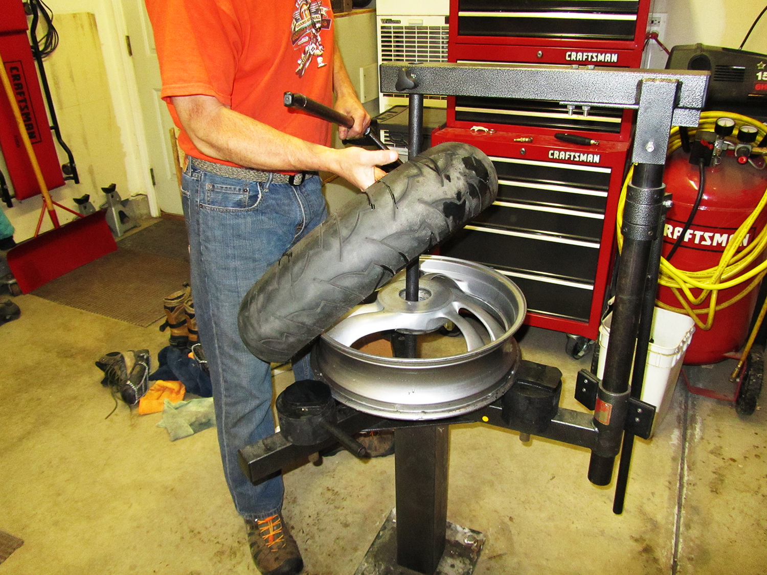 No-Mar Tire Changer (1 of 2): Demounting